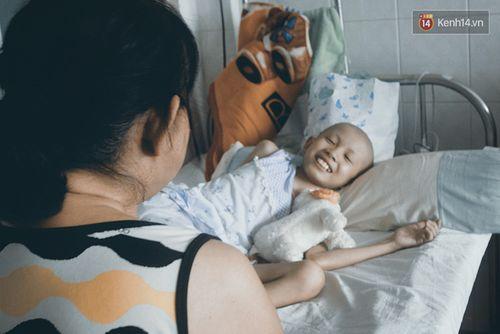 Xót xa bé gái ung thư bị bỏ rơi được mẹ nuôi chăm sóc - Ảnh 3