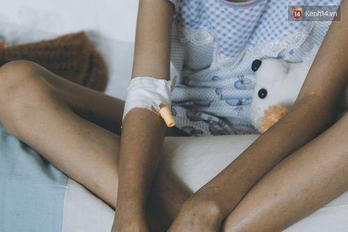 Xót xa bé gái ung thư bị bỏ rơi được mẹ nuôi chăm sóc - Ảnh 6