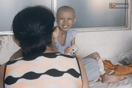 Xót xa bé gái ung thư bị bỏ rơi được mẹ nuôi chăm sóc - Ảnh 8