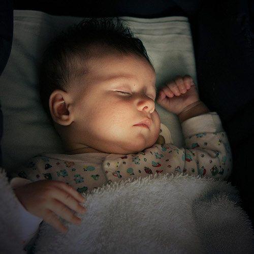 Tác hại giật mình của đèn ngủ với trẻ sơ sinh - Ảnh 2