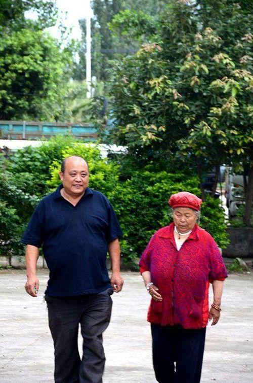 Cái kết bất ngờ của người chồng 9 năm giấu vợ nuôi mẹ đẻ - Ảnh 1