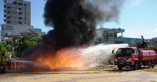 Các cách dập tắt đám cháy do xăng dầu gây ra nhanh, hiệu quả nhất - Ảnh 2