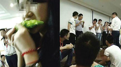 Dân mạng bức xúc trước hình phạt bắt nhân viên ăn sống mướp đắng - Ảnh 1