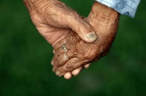 Cặp đôi trăm tuổi tiết lộ bí quyết yêu bền lâu - Ảnh 3