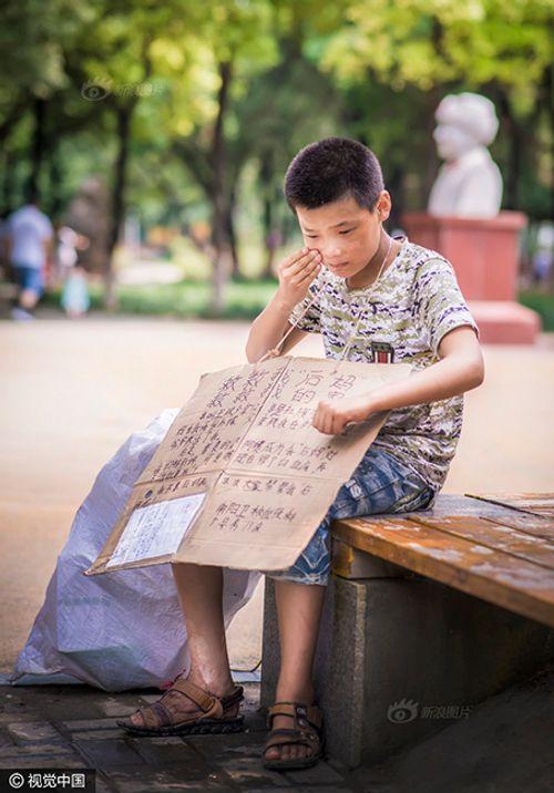 Cảm động cậu bé 12 tuổi đi nhặt rác kiếm tiền chữa ung thư cho mẹ kế - Ảnh 6