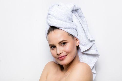 Những sai lầm ai cũng mắc khiến mái tóc bị xơ và hư tổn - Ảnh 3