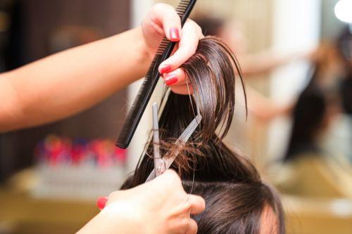 Những sai lầm ai cũng mắc khiến mái tóc bị xơ và hư tổn - Ảnh 5