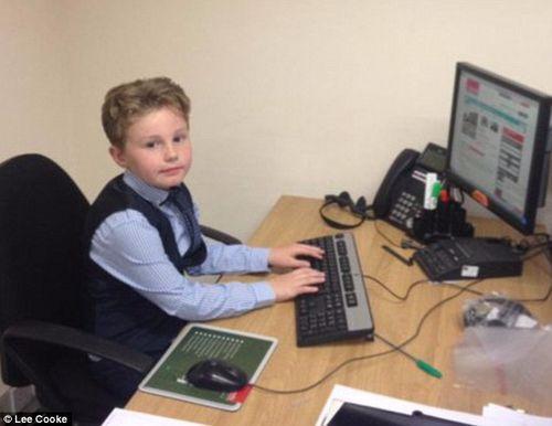 Cậu bé 9 tuổi được làm việc như nhân viên kinh doanh sau khi bỏ học - Ảnh 5