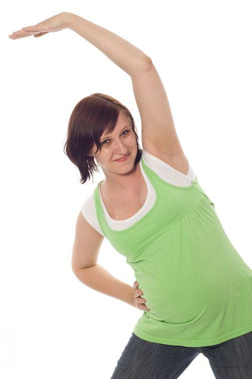 Những bài tập nhẹ giúp mẹ nhanh lấy lại vóc dáng sau sinh - Ảnh 2
