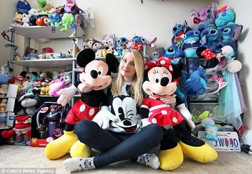 """Chỉ vì """"cuồng"""" Disney cô nàng xinh đẹp phải 'ôm' khoản nợ 650 triệu - Ảnh 1"""