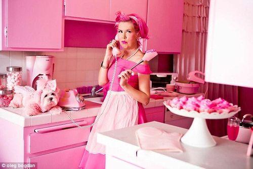 Khám phá cuộc sống của cô nàng 'cuồng' màu hồng nhất thế giới - Ảnh 2