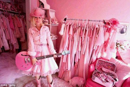 Khám phá cuộc sống của cô nàng 'cuồng' màu hồng nhất thế giới - Ảnh 6