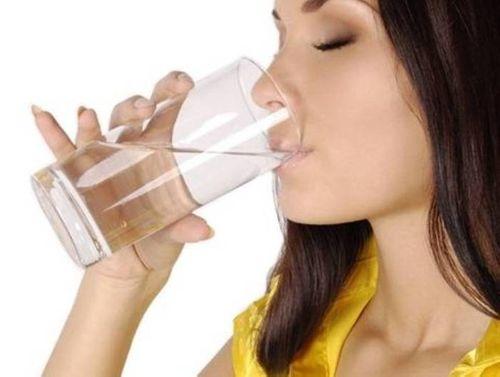 Sợ ung thư, các bà nội trợ bỏ nước đun sôi dùng nước tinh khiết, dùng máy lọc - Ảnh 1