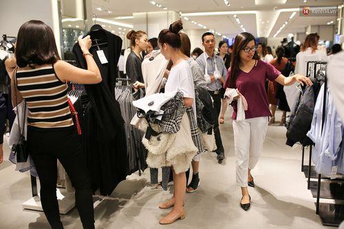 """Zara Việt Nam bán được 5,5 tỷ đồng, """"phá đảo"""" kỷ lục toàn cầu? - Ảnh 4"""