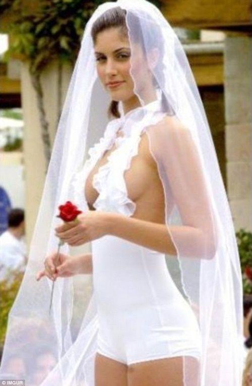 Những bộ áo cưới thảm họa nhất trong lịch sử thời trang - Ảnh 11