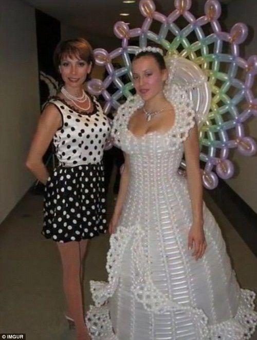 Những bộ áo cưới thảm họa nhất trong lịch sử thời trang - Ảnh 4