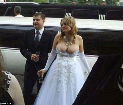 Những bộ áo cưới thảm họa nhất trong lịch sử thời trang - Ảnh 6