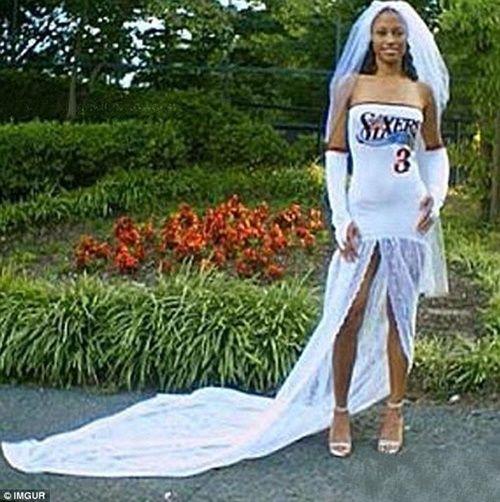 Những bộ áo cưới thảm họa nhất trong lịch sử thời trang - Ảnh 7