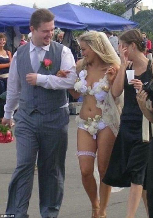 Những bộ áo cưới thảm họa nhất trong lịch sử thời trang - Ảnh 8