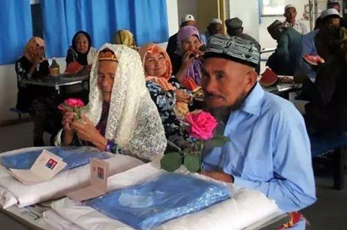 Cụ ông 71 tuổi kết hôn với cụ bà… 114 tuổi vì 'Yêu từ cái nhìn đầu tiên' - Ảnh 1