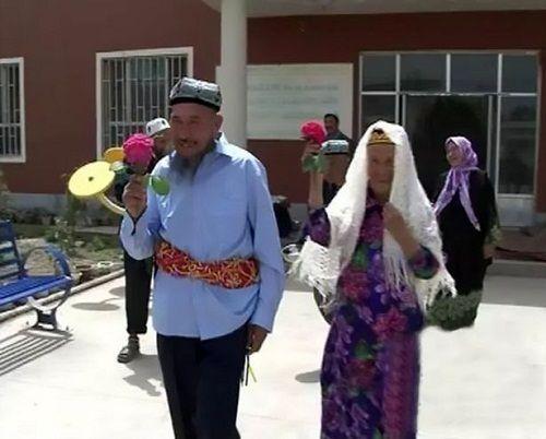Cụ ông 71 tuổi kết hôn với cụ bà… 114 tuổi vì 'Yêu từ cái nhìn đầu tiên' - Ảnh 3