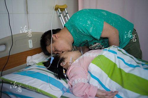 2 bà mẹ mang thân hình trẻ con bất chấp tính mạng mang bầu lay động cộng đồng - Ảnh 3