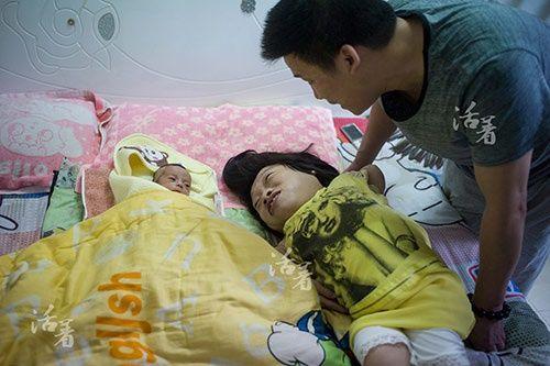 2 bà mẹ mang thân hình trẻ con bất chấp tính mạng mang bầu lay động cộng đồng - Ảnh 5