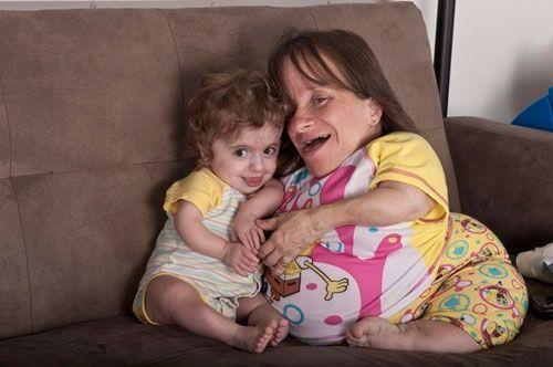 2 bà mẹ mang thân hình trẻ con bất chấp tính mạng mang bầu lay động cộng đồng - Ảnh 6