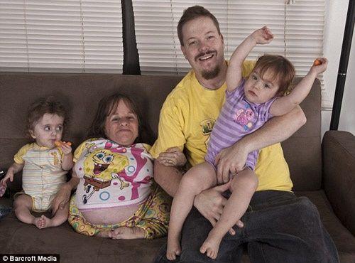 2 bà mẹ mang thân hình trẻ con bất chấp tính mạng mang bầu lay động cộng đồng - Ảnh 7