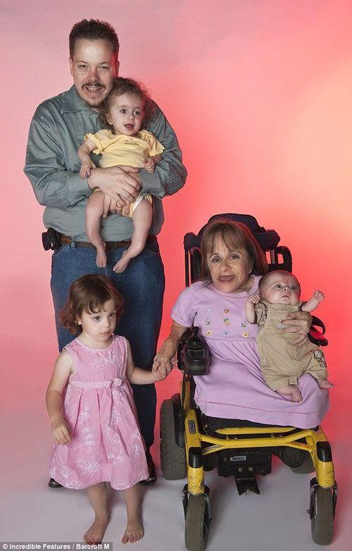 2 bà mẹ mang thân hình trẻ con bất chấp tính mạng mang bầu lay động cộng đồng - Ảnh 8