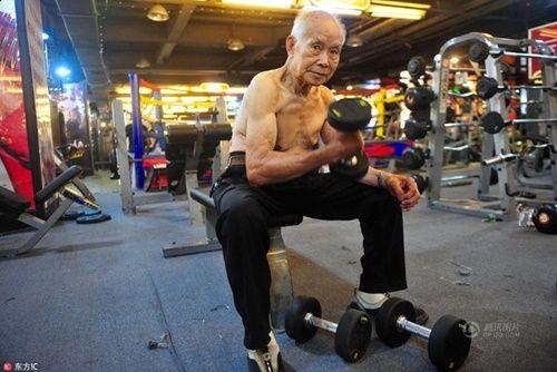 Cụ ông 94 tuổi vẫn chăm tập gym mỗi ngày - Ảnh 1