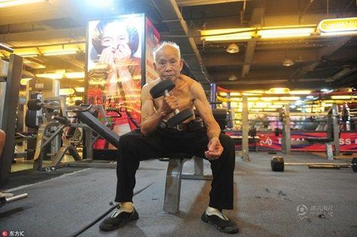 Cụ ông 94 tuổi vẫn chăm tập gym mỗi ngày - Ảnh 4