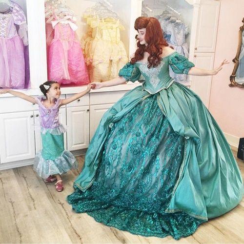Ông bố biến ước mơ công chúa nữ hoàng của vợ con thành hiện thực - Ảnh 8