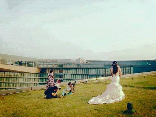 'Quên mình' vì nghệ thuật: Nếu anh chụp ảnh cưới đứng số 2 thì không ai số 1 - Ảnh 16