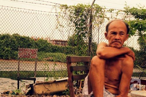 Cuộc sống mịt mùng đến lạ trong 'xóm nghĩa địa' những ngày 'vắng vẻ' - Ảnh 12