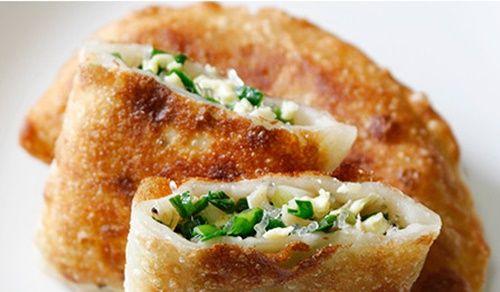 Cách làm bánh hẹ chiên giòn thơm ngon đúng điệu - Ảnh 1