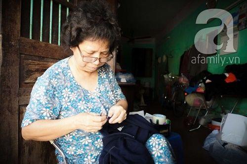 Nữ nghệ nhân làm nghề 'vá kỉ niệm' hiếm hoi còn sót lại đất Hà thành - Ảnh 1