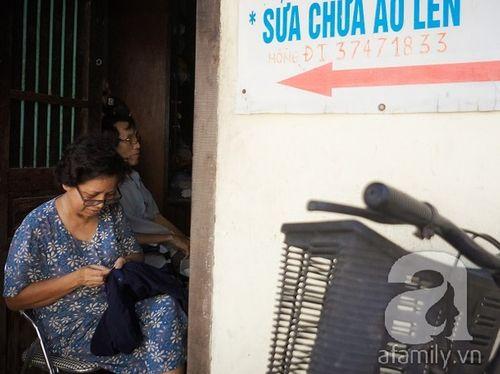 Nữ nghệ nhân làm nghề 'vá kỉ niệm' hiếm hoi còn sót lại đất Hà thành - Ảnh 4