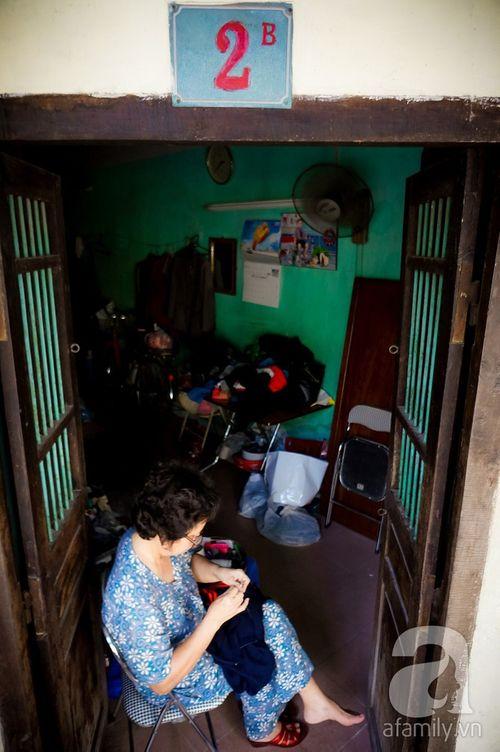 Nữ nghệ nhân làm nghề 'vá kỉ niệm' hiếm hoi còn sót lại đất Hà thành - Ảnh 5