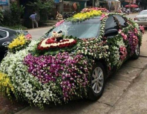 Độc đáo xe rước dâu được trang trí bằng hàng trăm loài hoa ở xứ Nghệ - Ảnh 1
