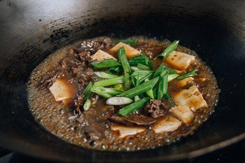 Đậu phụ non sốt thịt bò - món ăn 'chết' cơm mùa lạnh - Ảnh 5