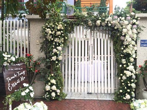 Cặp đôi chi 50 triệu đồngtrang trí nhà ngày cưới bằng hoa lan hồ điệp nhập khẩu - Ảnh 2