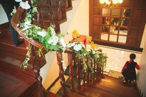 Cặp đôi chi 50 triệu đồngtrang trí nhà ngày cưới bằng hoa lan hồ điệp nhập khẩu - Ảnh 17