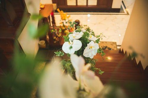 Cặp đôi chi 50 triệu đồngtrang trí nhà ngày cưới bằng hoa lan hồ điệp nhập khẩu - Ảnh 19