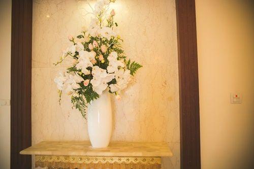 Cặp đôi chi 50 triệu đồngtrang trí nhà ngày cưới bằng hoa lan hồ điệp nhập khẩu - Ảnh 21