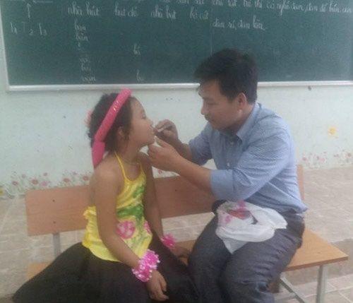 Những hình ảnh cảm động về các thầy, cô giáo  - Ảnh 6