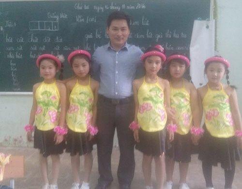 Những hình ảnh cảm động về các thầy, cô giáo  - Ảnh 7