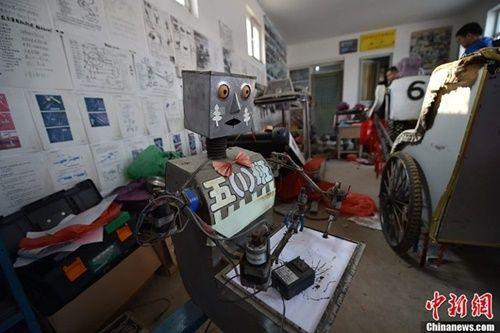 Lão nông dành 30 năm chế tạo bầy rô bốt mô phỏng người - Ảnh 4