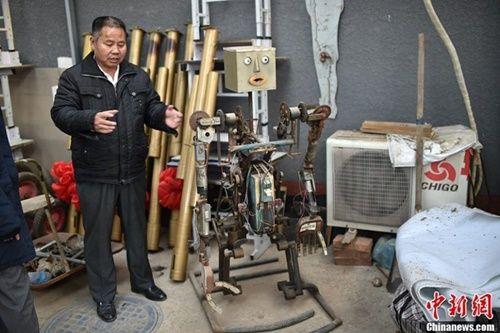 Lão nông dành 30 năm chế tạo bầy rô bốt mô phỏng người - Ảnh 7