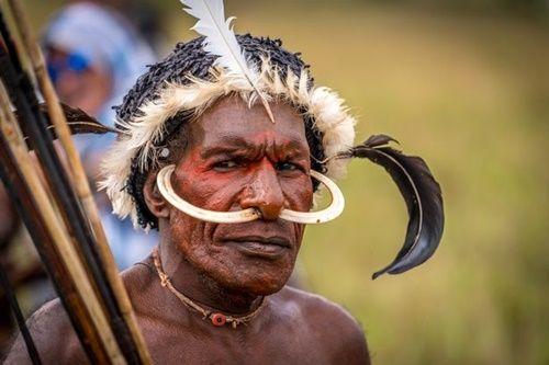 Hình ảnh bộ lạc có phong tục kì lạ để tỏ lòng thương tiếc người chết - Ảnh 2